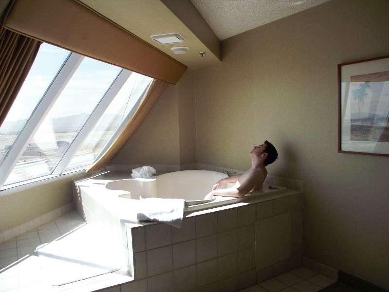 of nevada las international hot jacuzzi trump picture room tub locationphotodirectlink with large in bathroom vegas hotel
